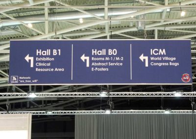 053 - Banner sign hall inside - direction